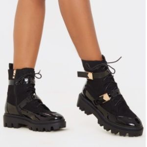 Black buckle detailed laced anckle boots